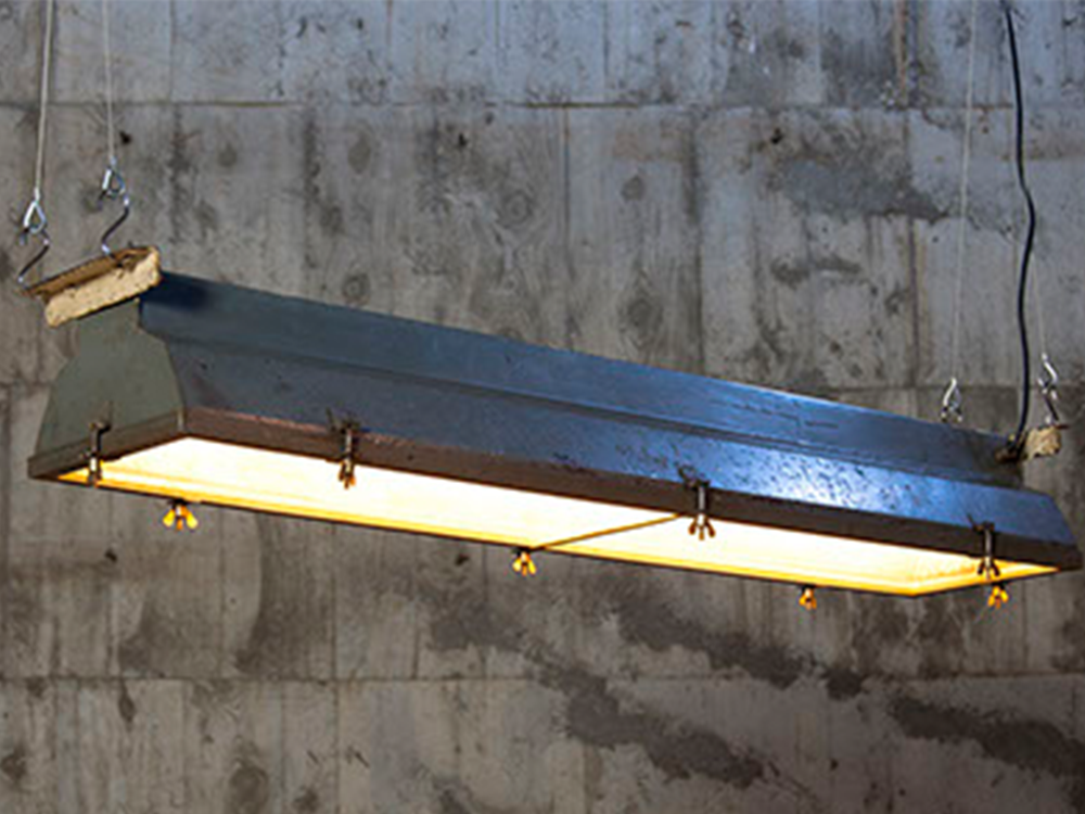 Industrial tube light w/ glass cover